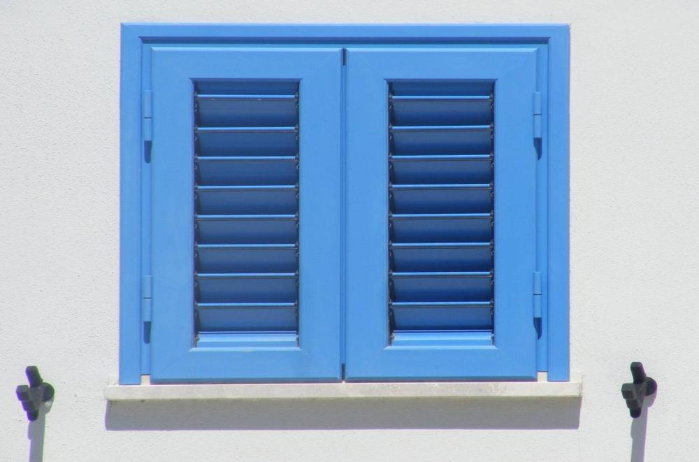 Jakie rolety do białych okien